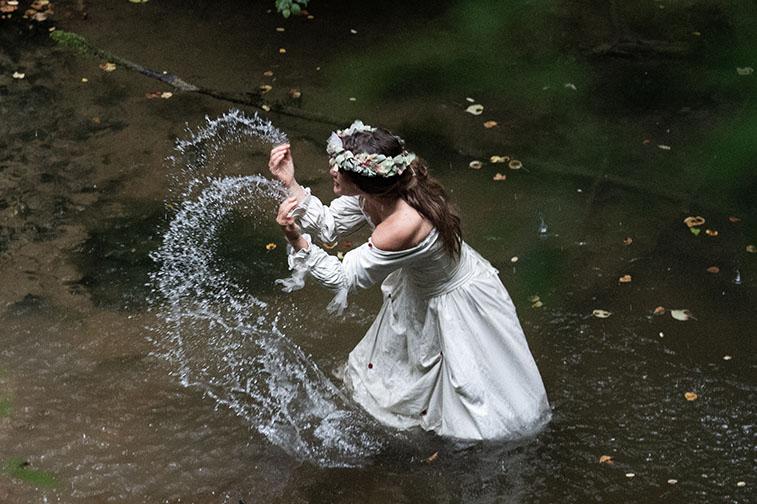 Gerbe d'eau lancée par la mariée